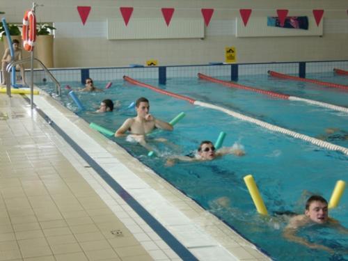 Odchudzanie na basenie. Jak pływać i ćwiczyć w wodzie, żeby schudnąć? - Mangosteen